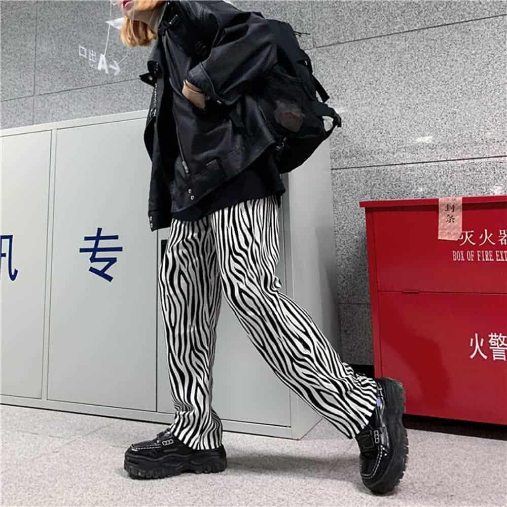 GRUNGE ZEBRA STRIPES LOOSE STRAIGHT PANTS (3)