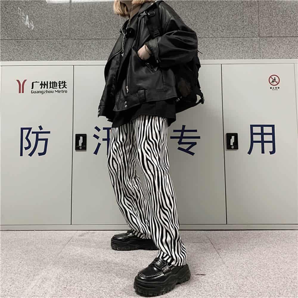 GRUNGE ZEBRA STRIPES LOOSE STRAIGHT PANTS (4)