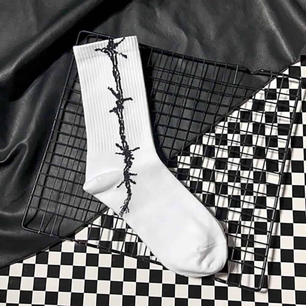 BARBED WIRE GRUNGE STYLE COTTON SOCKS (2)