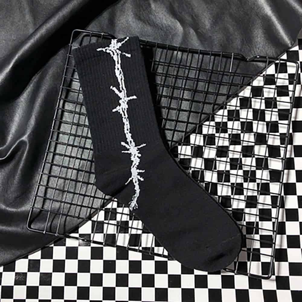 BARBED WIRE GRUNGE STYLE COTTON SOCKS (4)