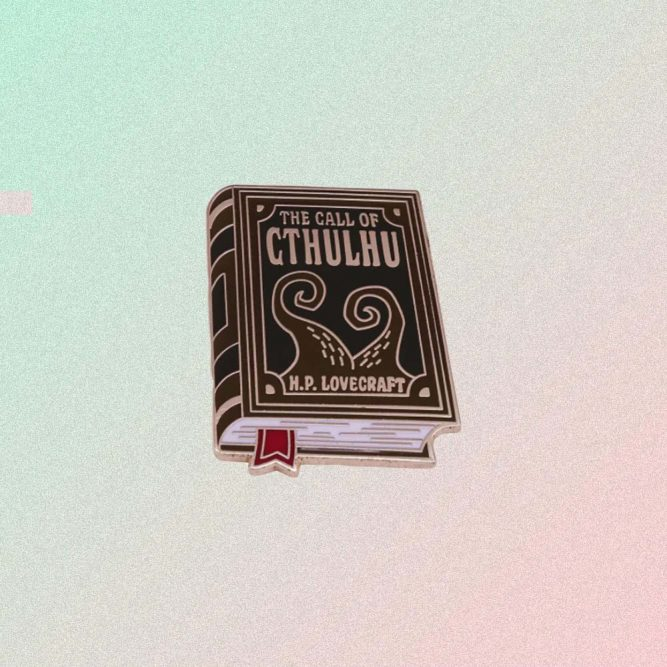 THE CALL OF CTHULHU H.P. LOVECRAFT ENAMELED PIN