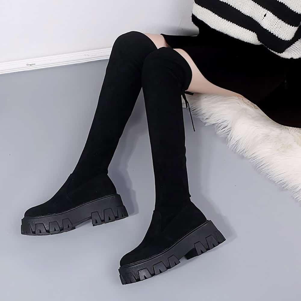 BLACK FITTED PLATFORM HIGH BOOTS